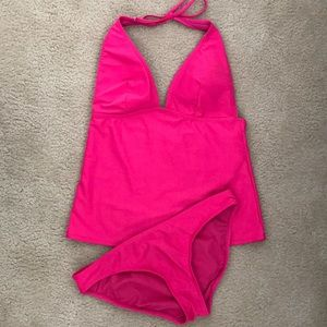 I Old Navy hot pink swimsuit